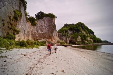 Stroll across the beach to the ~29 ka deposits.